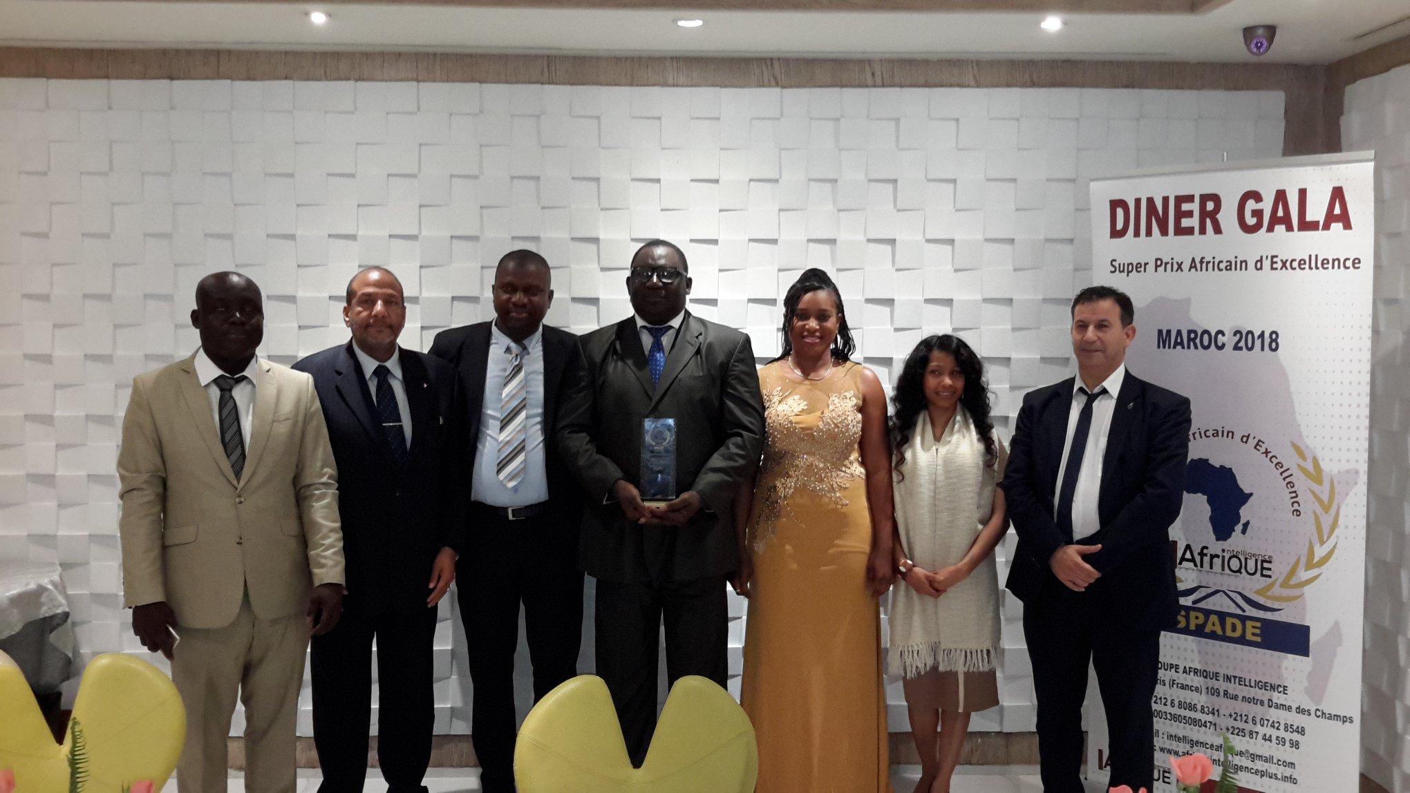 Remise de super prix africain de l'excellence DG de Welmous